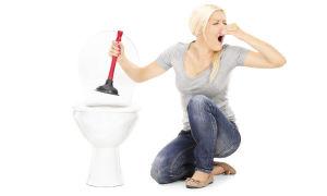 Как самостоятельно прочистить унитаз от засора?