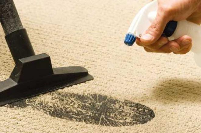 Чистка следа на ковре