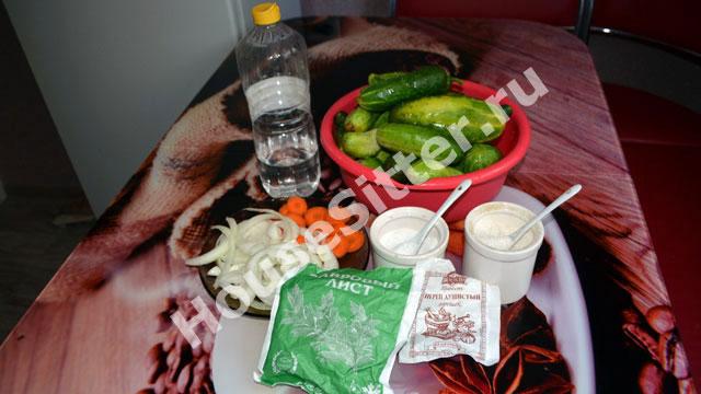 Огурцы, уксус, лавровый лист, сахар