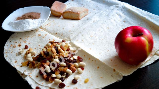 Лаваш, яблоко, орехи, сухофрукты, печенье