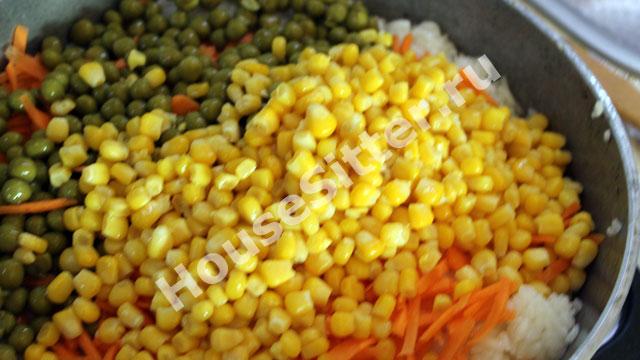 Рис и консервированная кукуруза