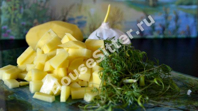 Почищенный и нарезанный картофель