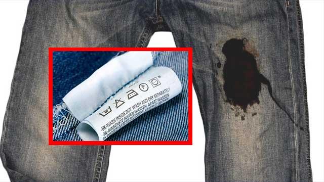 Пятно чёрного цвета на джинсах с этикеткой