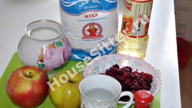 Мука, сахар, яблоки, вишня, вода, масло подсолнечное