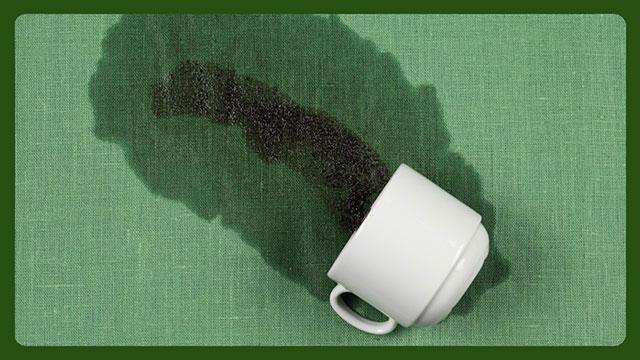 Кружка с пролитым чаем