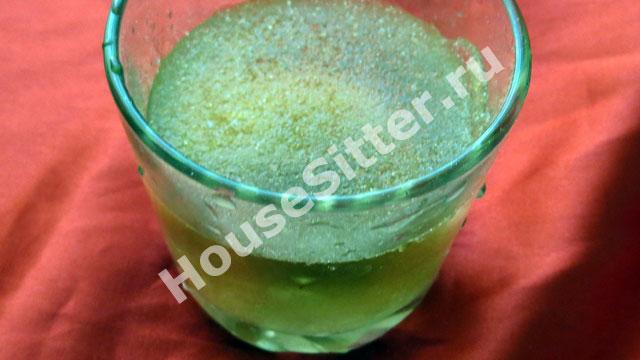 Заливаем водой желатин